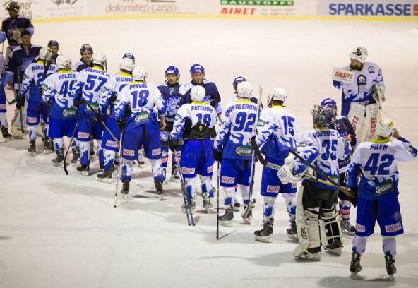 Handshake nach einem hochkarätigen Spiel, in dem am Ende Steindorf alle Punkte mit nach Hause nahm.