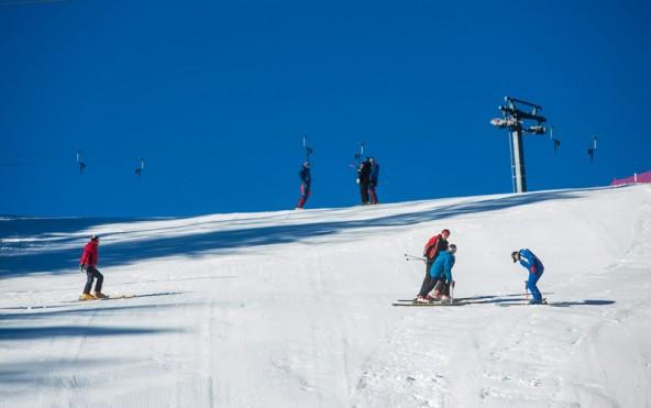 Trotz Dauerhoch und Schneemangel präsentiert sich die Hochsteinpiste am 20. Dezember ganz in Weiß und rennfertig.