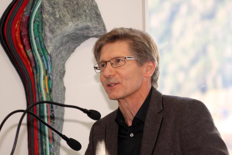 Bürgermeister Klaus Unterweger begrüßte den Künstler und die Besucher der Ausstellung.