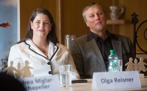 Bürgermeister Sepp Mair gelang es, den gesamten Gemeinderat zu überzeugen. Bezirkshauptfrau Olga Reisner freut sich darüber.