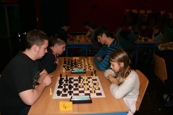 Ältere und jüngere spielten bei diesem Turniersystem mit bzw. gegen einander.