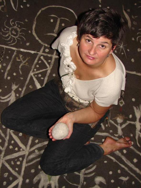 Die Osttiroler Märchenerzählerin Silva Lamprecht ist eine der drei Erzählerinnen an diesem Tag. Foto: Stadtbücherei Lienz