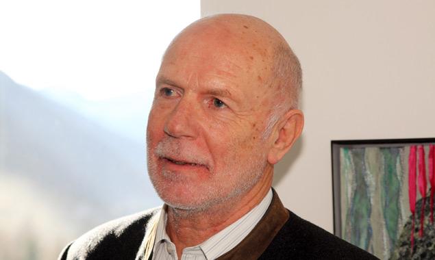 Walter Gradnig bei der Ausstellungseröffnung. Lieber lässt er seine Bilder sprechen, als sie zu erklären. Fotos: Gemeindeamt Kals