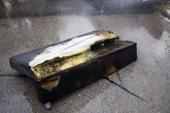 Nicht alle Möbelstücke konnten vor dem Feuer gerettet werden.