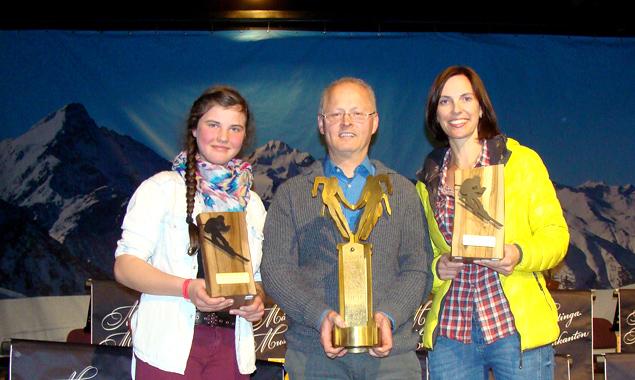 """Iseltaler Betriebsschimeisterschaften 2016 (v.l.): Notburga Wibmer (2. Platz """"Team Schützen St. Johann""""), Meinhard Hopfgartner (3. Platz in der Einzelwertung) und Simone Obkircher (1. Platz """"Team Tauernwind 1"""")."""