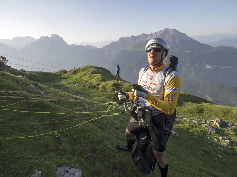 Red Bull X-Alps 2015: Christian Maurer in Lermoos (Foto: Vitek Ludvik/Red Bull Content Pool)