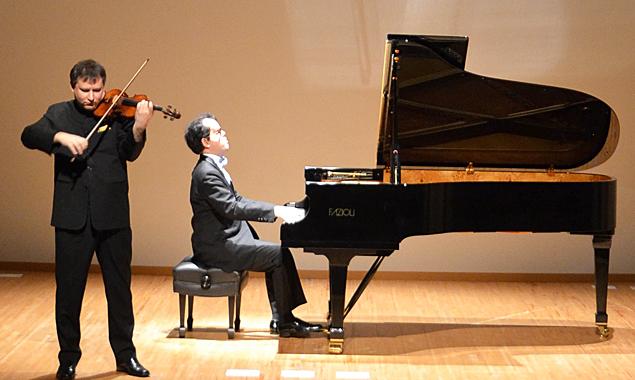 Der Geiger Wolfgang David und der Pianist Takeshi Kakahashi gastieren mit ihrem klassischen Konzert in der Spitalskirche Lienz.
