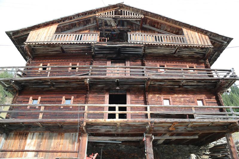 """""""Perfl-Omat"""", ein Villgrater Beispiel für die beeindruckende alpine Holzbautechnik von früher. Fotos: Heimatpflegeverein Anras"""