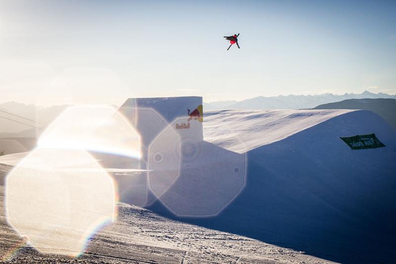 Wenn Viktor Mossmann springt, sieht es wie ein Flug aus. Fotos: Felix Pirker
