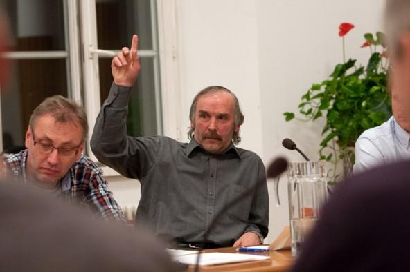 Bei den Freiheitlichen will weiterhin Sepp Blasisker aufzeigen. Falls die LSL zwei Mandate schafft, wird sein nachbar wohl wieder Hannes Schwarzer sein (links). Fotos: Tschurtschenthaler