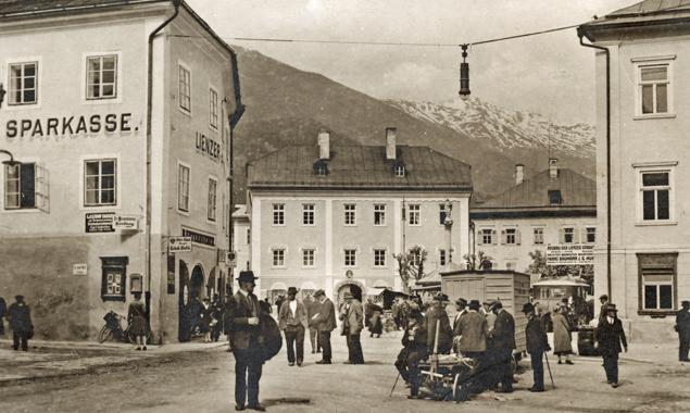 Der Lienzer Johannesplatz, 1929 (Fotograf: Franz Knollmüller; Sammlung Stadtgemeinde Lienz, Archiv Museum Schloss Bruck – TAP)