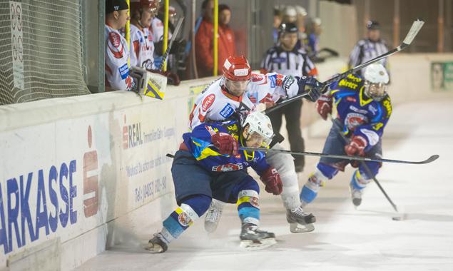 Die Lienzer Mannschaft versuchte alles, hatte aber im letzten Teil des Spiels keine Chance gegen die Althofener. Foto: Brunner Images