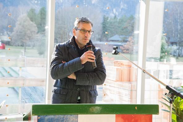 Robert Wuggenig, Bereichleiter bei der PORR AG, freut sich als Vertreter des Generalunternehmers über die exakte Einhaltung des Terminplans.