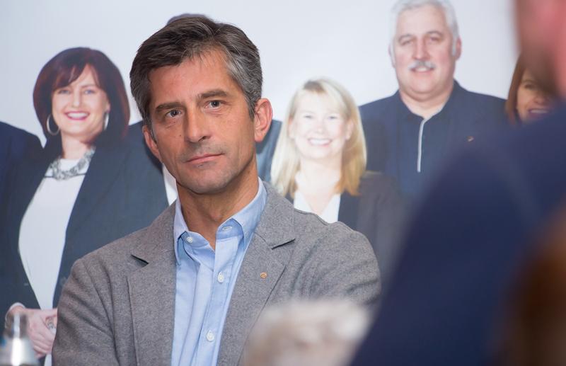 Stephan Tagger assistierte bei der Kandidatenvorstellung und berührte am Schluss mit großem Lob für den Spitzenkandidaten Pargger.