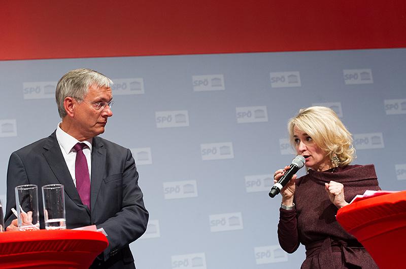 Elisabeth Blanik schildert die Breitband-Initiative im Lienzer Becken – Alois Stöger staunt.