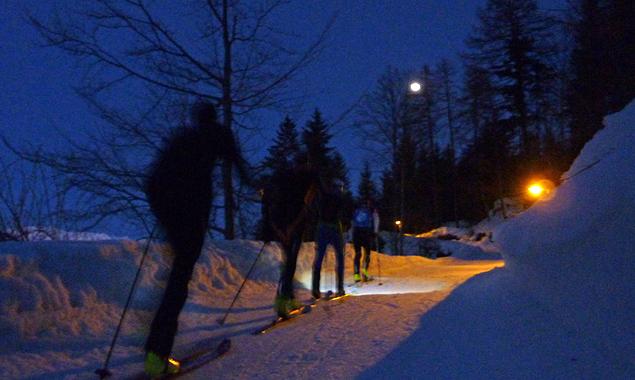 Der Mond wird am Freitag beim Aufstieg zur Dolomitenhütte fast voll vom Himmel leuchten. (Foto: Armin Zlöbl)