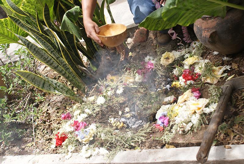 """Die """"Challa"""" ist ein Ritual zu Ehern de """"Pachamama"""" – der Mutter des Kosmos."""