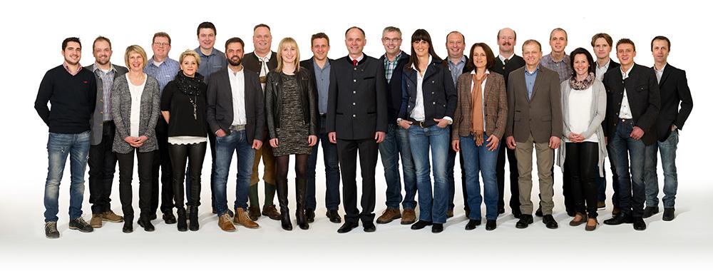 """Reinhold Kollnig (Mitte) mit seiner """"Allgemeinen Liste"""" für Thurn."""