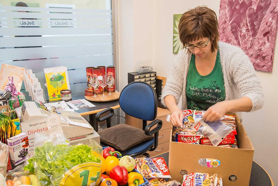 Silvia Kilzer, Geschäftsführerin des SoLaLi, sucht für den Freiwilligentag tatkräftige, freiwillige Helferinnen und Helfer. Foto: Bernd Lenzer