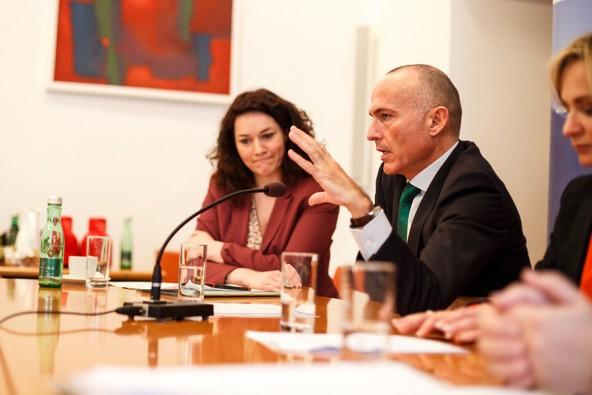 """""""Funktionierende Netze"""" seien Anreiz für wirtschaftliche Impulse und damit für neue Jobs, erläutert der frischgebackene Infrastruktur-Minister."""
