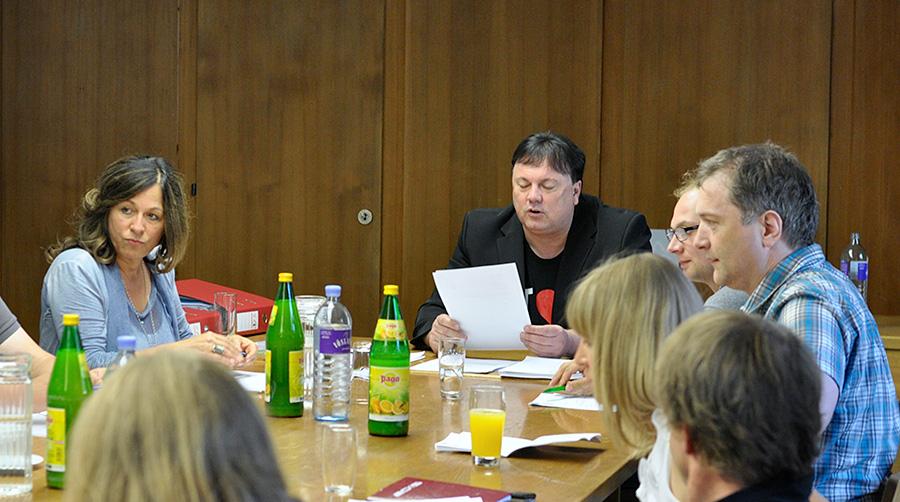 Andreas Köll platziert auf den vorderen Rängen seiner Liste bewährte MitstreiterInnen, wie Vizebürgermeisterin Mattersberger (links). Foto: Dolomitenstadt/Pirkner