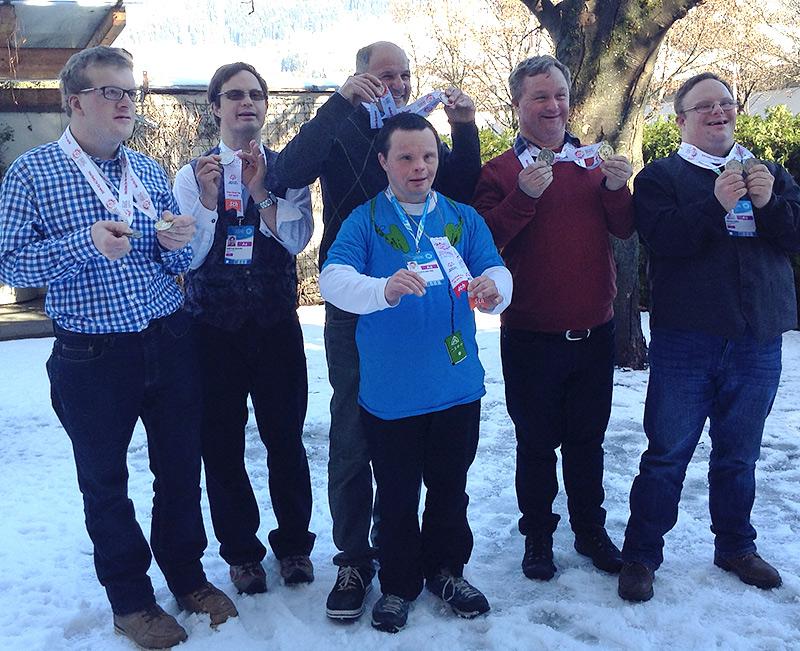 Die erfolgreichen Athleten von links nach rechts: Christian Wermuth (Ski alpin), Dietmar Ranzer (Ski nordisch), Roland Gasser (Ski alpin) , David Kleinlercher (Ski nordisch), Rainer Pötscher (Ski nordisch), Franz Kinzl (Ski nordisch). Foto: Dolomitenstadt/Santer