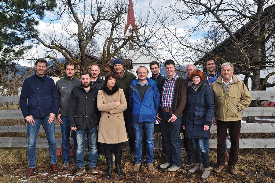"""Das """"Top Team Tristach"""" mit Bürgermeisterkandidat Walter Unterluggauer (6.v.l.). Foto: Top Team"""