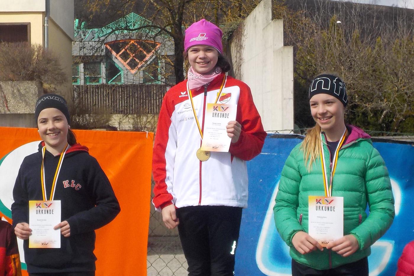 Leonie Hauser (Bildmitte) bei der Einzelsiegerehrung. Foto: HSV KK