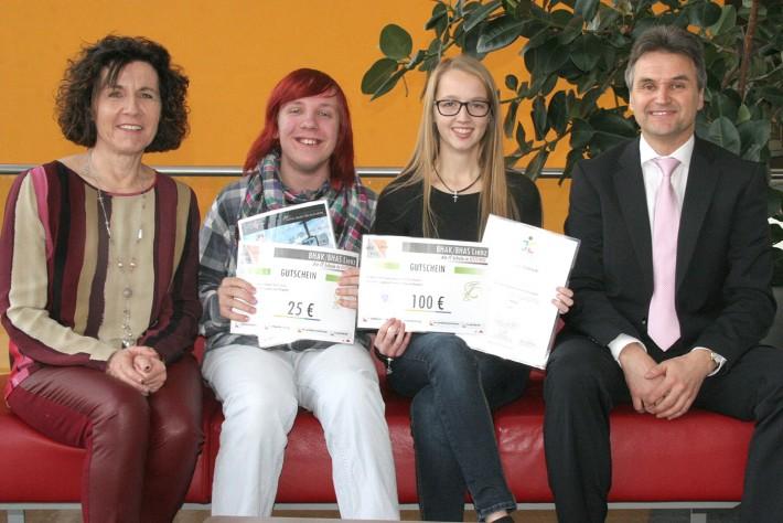 Von links: Prof. Claudia Schlechl, Robin Deen, Stefanie Bodner und HAK/HAS-Direktor Josef Pretis. Foto: Johannes Gailer