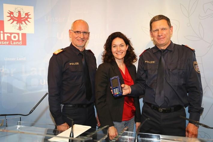 polizei-mit-bankomat-artikel