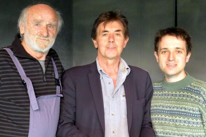 Regisseur Klaus Rohrmoser (Mitte) mit den Hauptdarstellern Peter Mitterrutzner (links) und Lucas Zolgar.