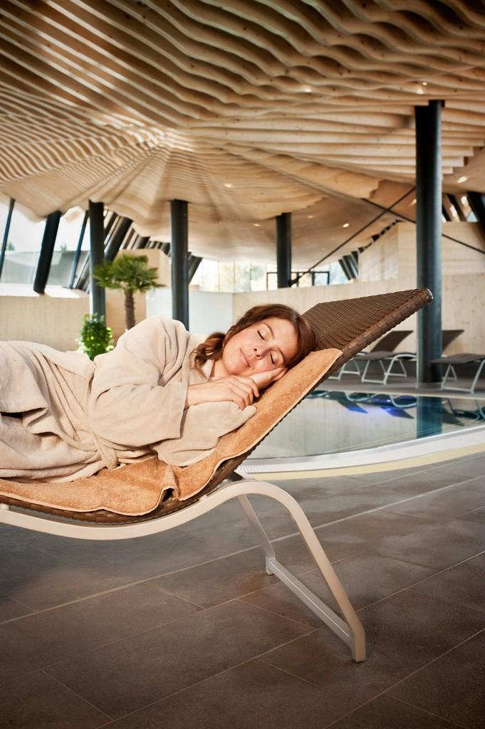 dolobad-sauna-frau-schlaeft