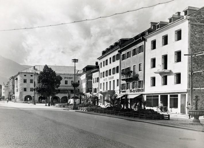 lienzer-hauptplatz-um-1950-wiederaufbau